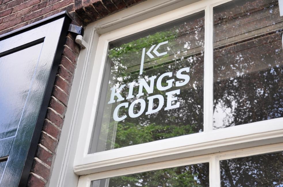 Kings Code - Raambelettering