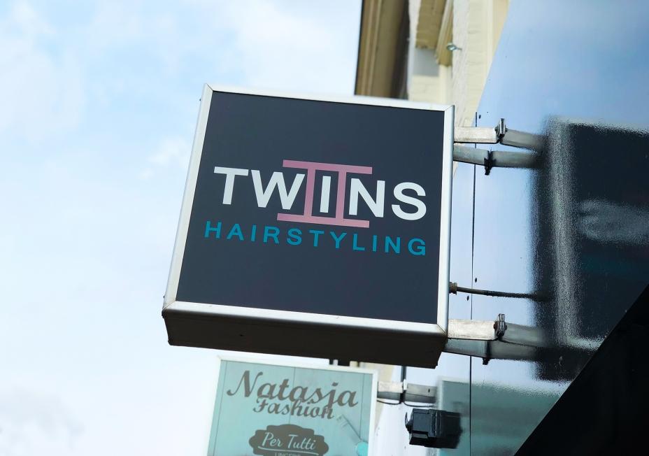 Twins Hairstyling - Winkelbelettering
