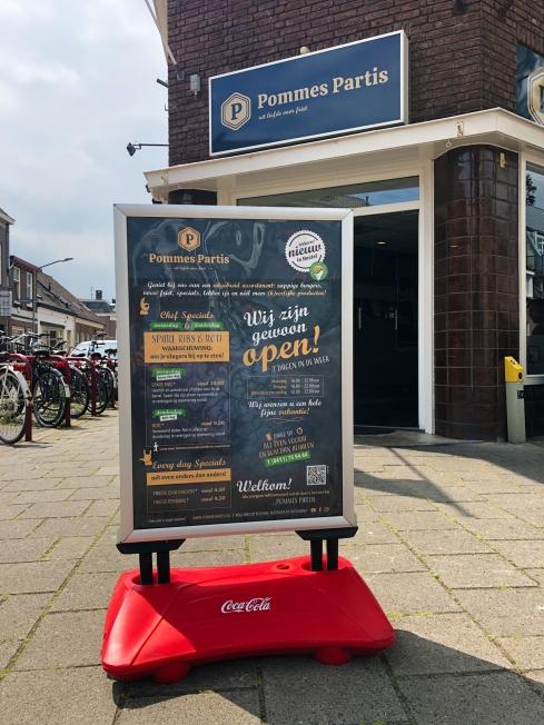 Cafetaria Pommes Partis - Prijslijsten (flyers) + poster tbv stoepbord